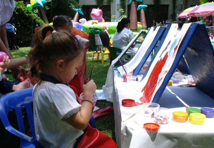 How to Teach a Child to Draw on Easel